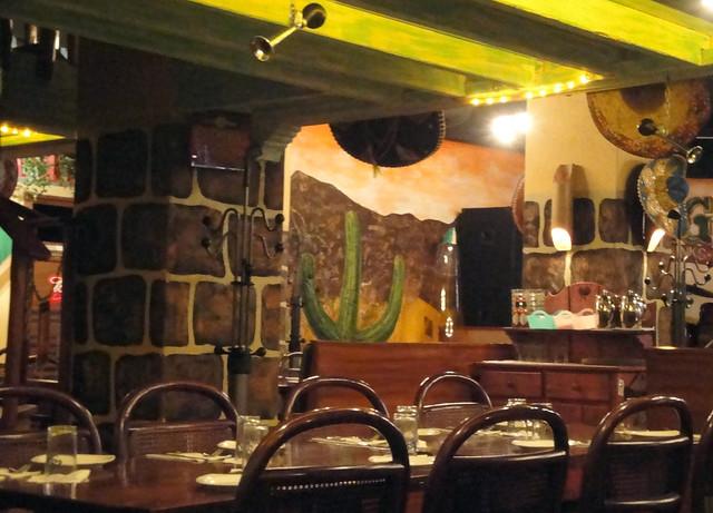Los Amigos' waiter signals