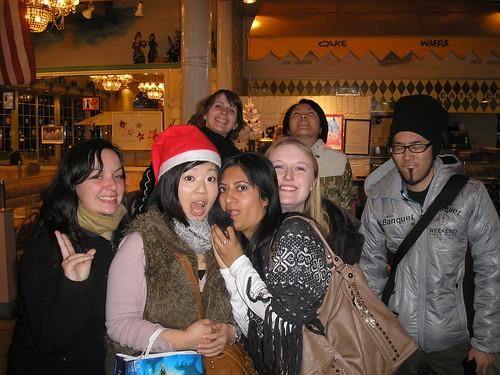 Megan, Azusa, Jenny, Saba, Gwynnie, Kumi & Kyohei