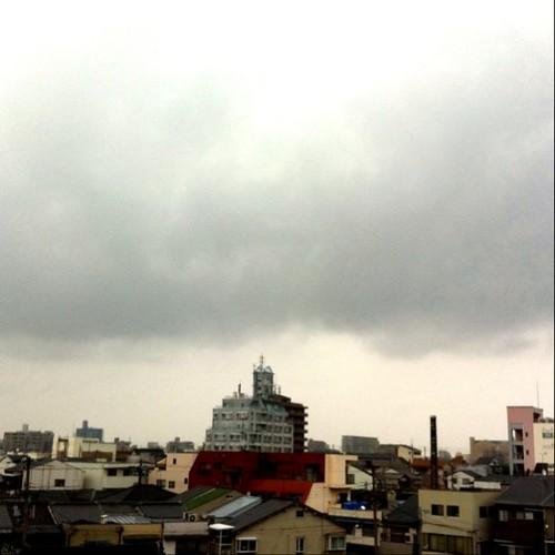今日は雨。ちと重苦しい空です。 #Osaka #rainy