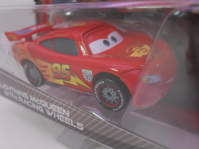 disney cars 2  lightning mcqueen with racing wheels (3)