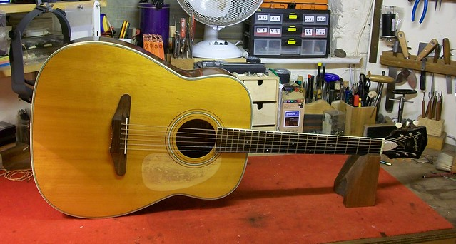 Vintage Acoustic Guitar Repair : Harmony Sovereign H1260 (1/6)