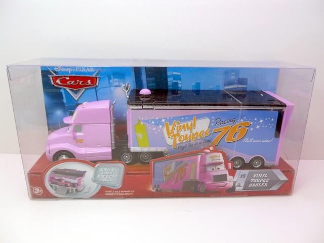 disney cars vinyl toupee hauler (1)