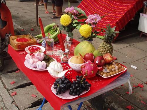 201102040386_CNY-street-altar