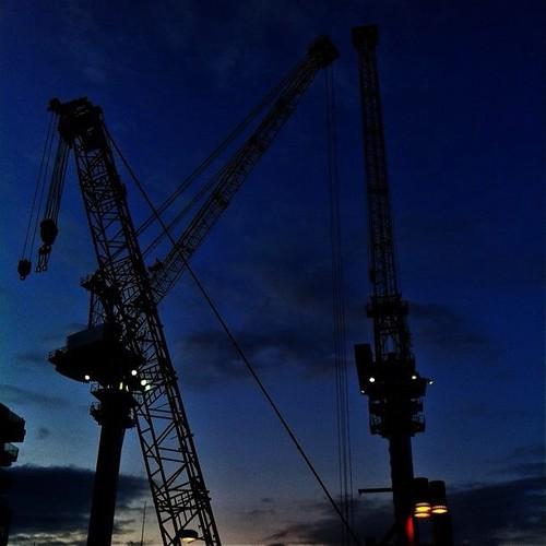 黄昏どきは、クレーンでも眺めて癒されて!今日もお疲れ様でした。☆。.:*:・'゜ヽ( ´ー`)ノ まったね~♪ #crane #Osaka