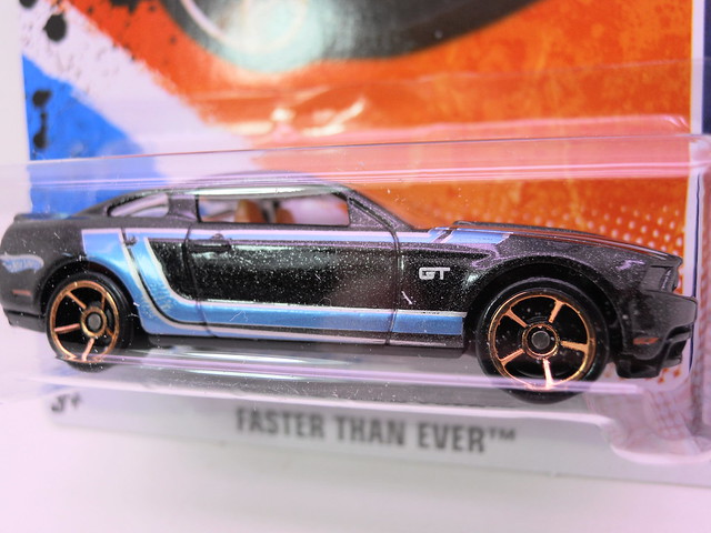 hot wheels 2010 ford mustang gt (2)