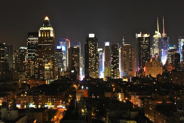 Midtown durant la nuit, New York, États-Unis