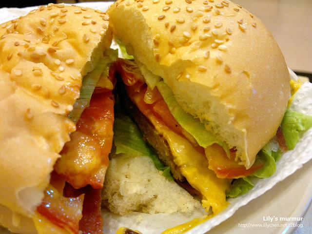 做漢堡還真的蠻簡單的,在家做美味又衛生哩!