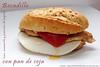 Bocadillo de lomo iberico, mozarella, pimiento del piquillo y pan de soja