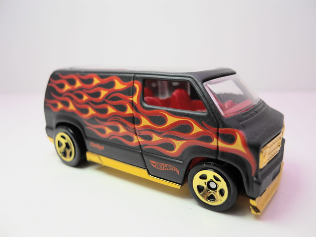 hot wheels custom '77 dodge van blk flames (2)