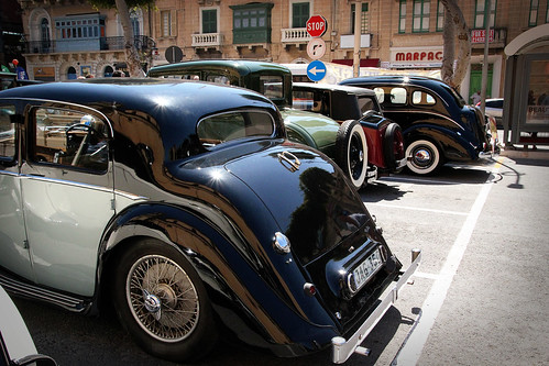 Back-of-classic-cars-Mosta