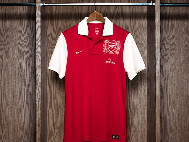 Kostum Arsenal 2011-2012