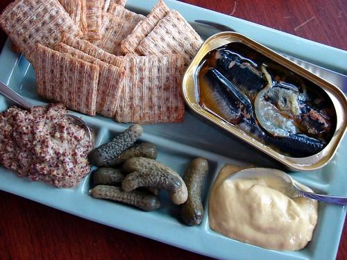 sardines, Triscuits, mustard