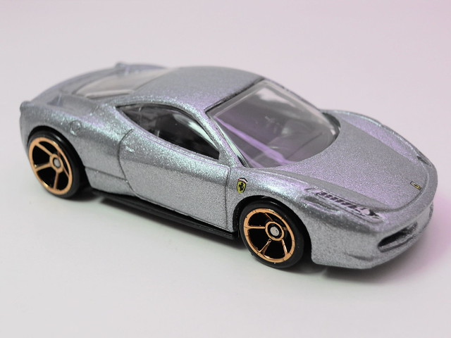 hot wheels ferrari 458 Italia silver (2)