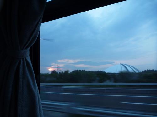 夜明け Volunteer Bus to Kesennuma, Miyagi pref. (Japan quake)