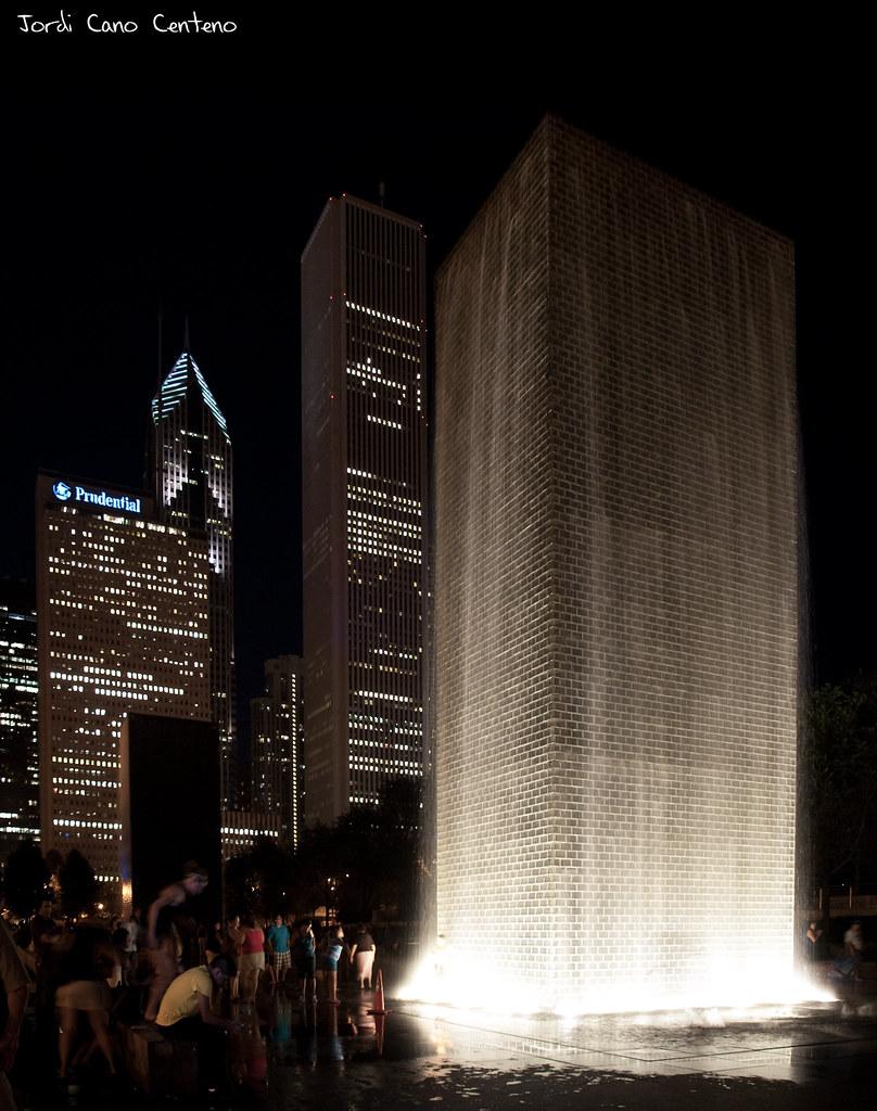 Crown Fontain, Milenium Park, Chicago. Nocturna 01