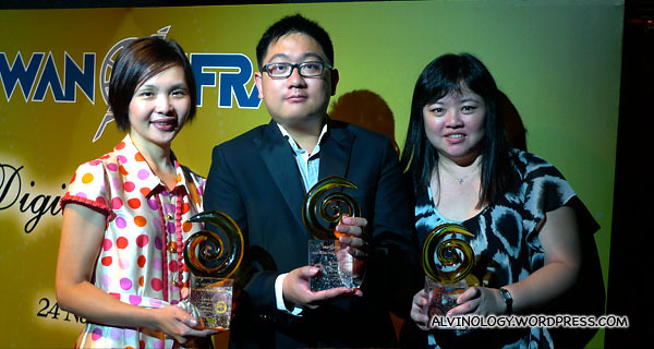 Me with two of my bosses, Kuan Fung and Guey Er with omy.sg's three trophies