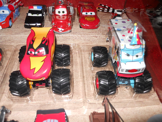 Disney Store CARS TOON 20 Car Set (4)