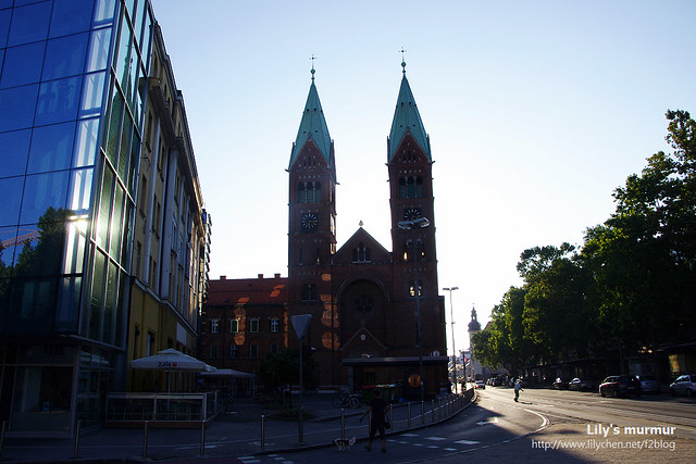從另外一面拍The Francisca教堂的正面。抱歉是大逆光啊...