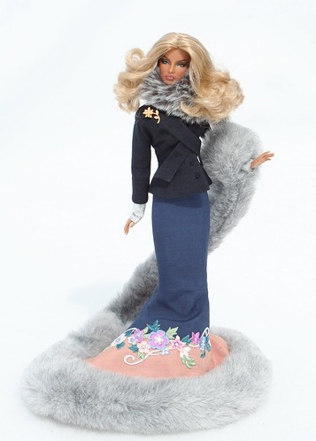 Gina Goes Glam For Her Snowy Outdoor Stroll