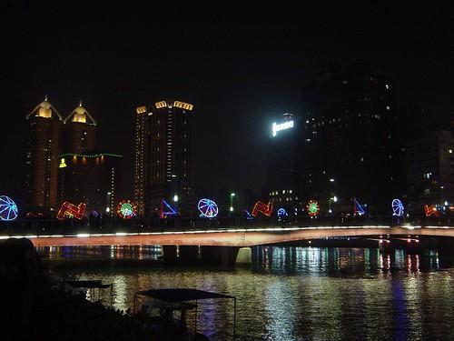 [煙火]到高雄愛河旁看2011高雄燈會藝術節煙火與花燈 @ hohobear吃吃喝喝看世界 :: 痞客邦