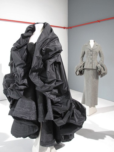 Black Yamamoto cape