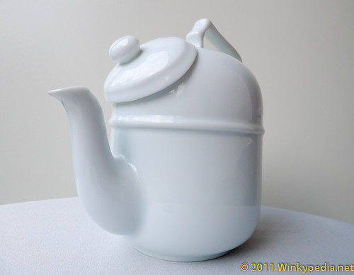 Tilting teapot- side view
