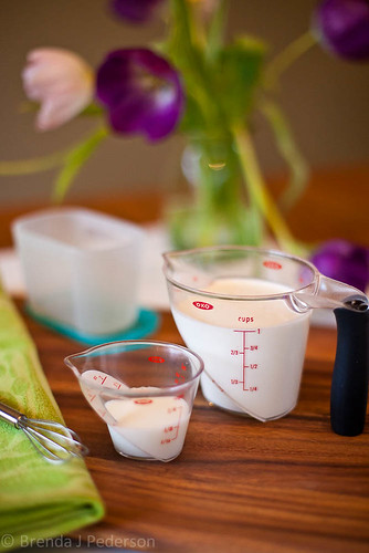 Ingredients to make your own crème  fraîche