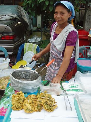 201102020333_food-stall