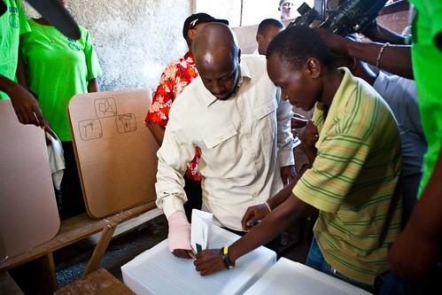 Wyclef-placing-ballot