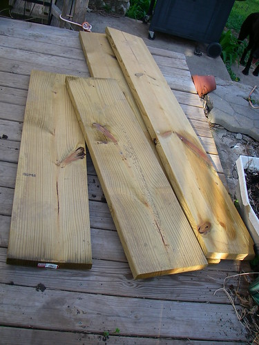 3 boards and 12 screws...raised bed construction made easy (2/6)