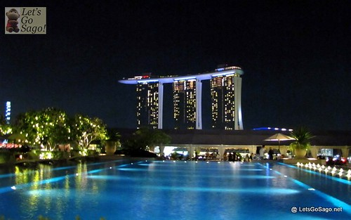 MBS (foreground: Lantern Pool Bar @ Fullerton Bay Hotel)