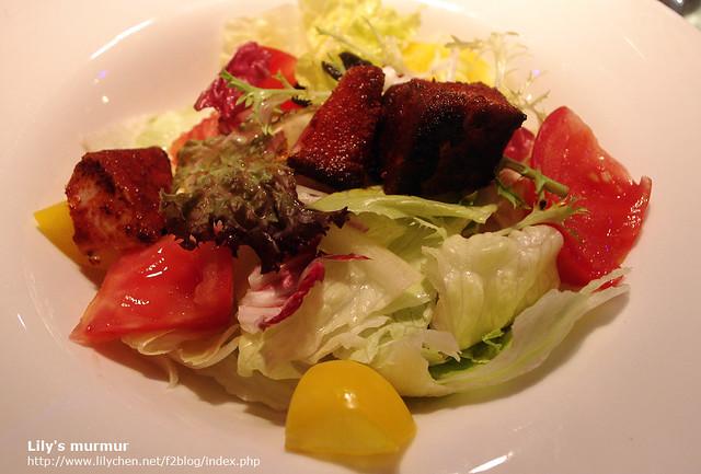 這是尼點的地中海陽光沙拉,雖然我也不曉得地中海那邊的人吃不吃鮪魚,但尼很喜歡這一道。