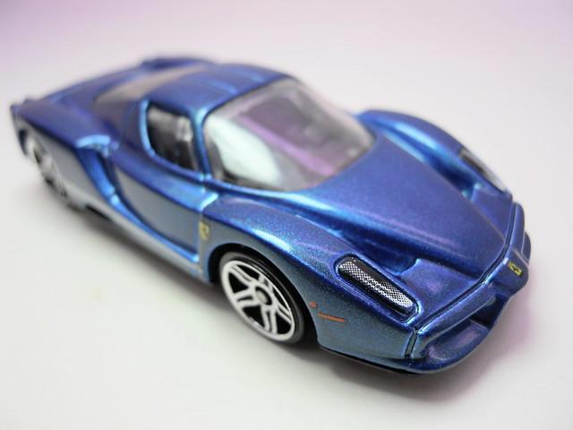 hot wheels blue enzo ferrari (2)
