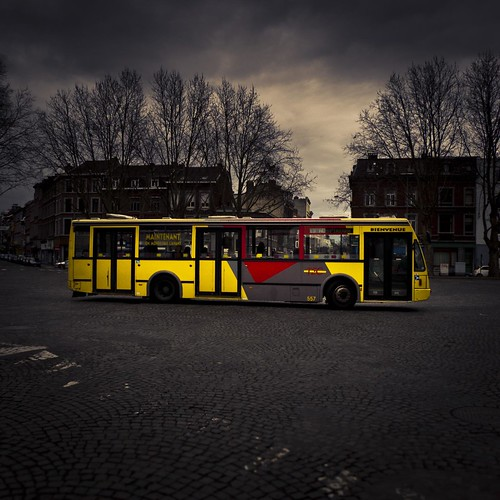 Take the bus (s'il passe...) - Photo : Gilderic