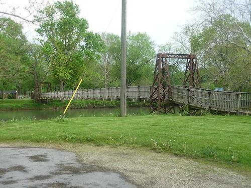 IL, Pontiac 3 - swinging bridge