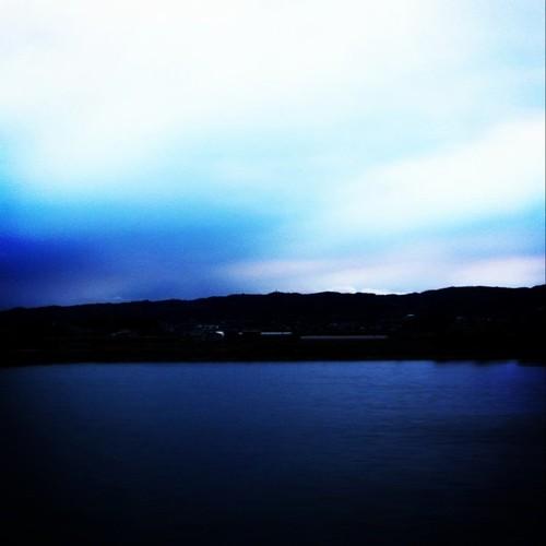 いま空。なんかご機嫌斜めみたいです。(。í _ ì。) 今日も一日、お疲れ様でした。 #evening #sky