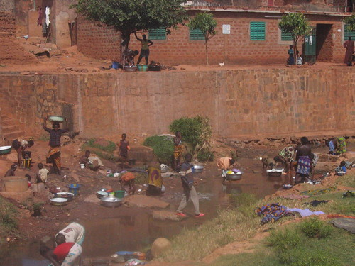 Jour de lavage dans le vieux Bobo
