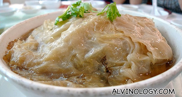 传统包菜鸡 - One of the restaurant's signature traditional Teochew dish
