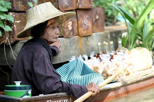 Woman at the Damnoen Saduak Floating Market, Thailand