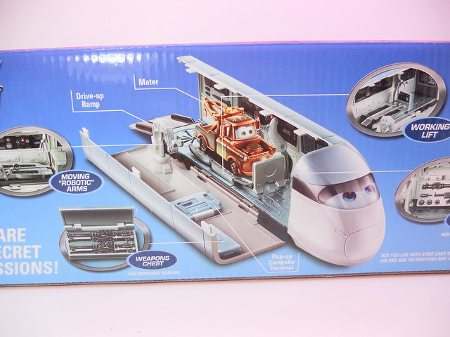 disney cars 2 stephensen spy train playset (2)