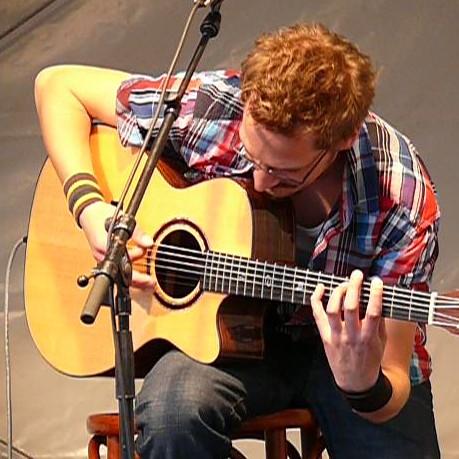Dennis Hormes, guitar