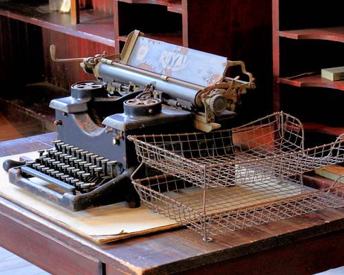 Edison's desk + typewriter