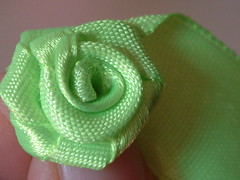 how to make ribbon roses-11