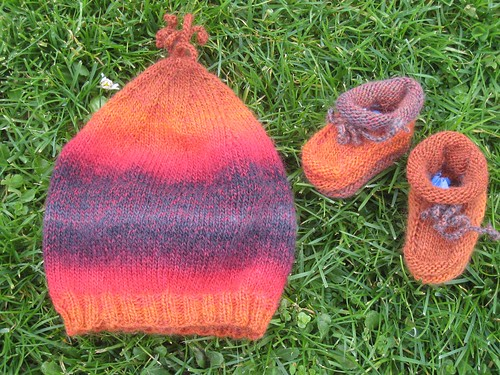 Hat_and_Booties_2010_12_30_Delight_orange-red-black