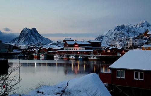 vue d'un village aux Lofoten