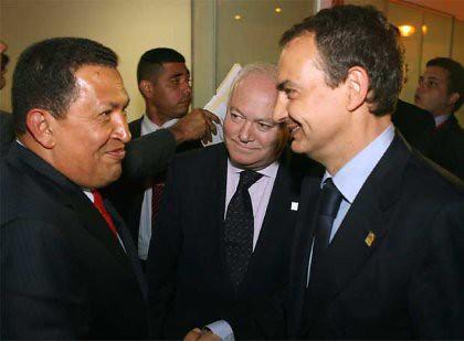 10l07 8e18 Chávez Moratinos ZP Cumbre Lima 17 mayo 08 AFP