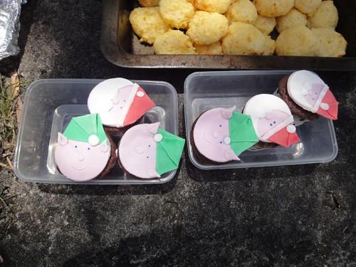 Santa and elves cupcakes