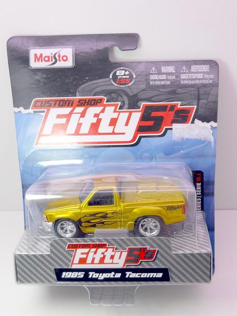 maisto fifty 5's 1985 toyota tacoma (1)