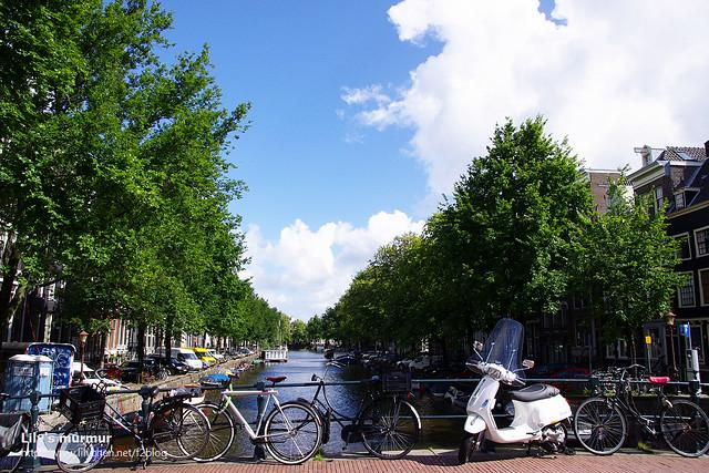 美麗的運河以及白色的偉士牌機車,我盯著這裡盯了好一會兒,真的好美。