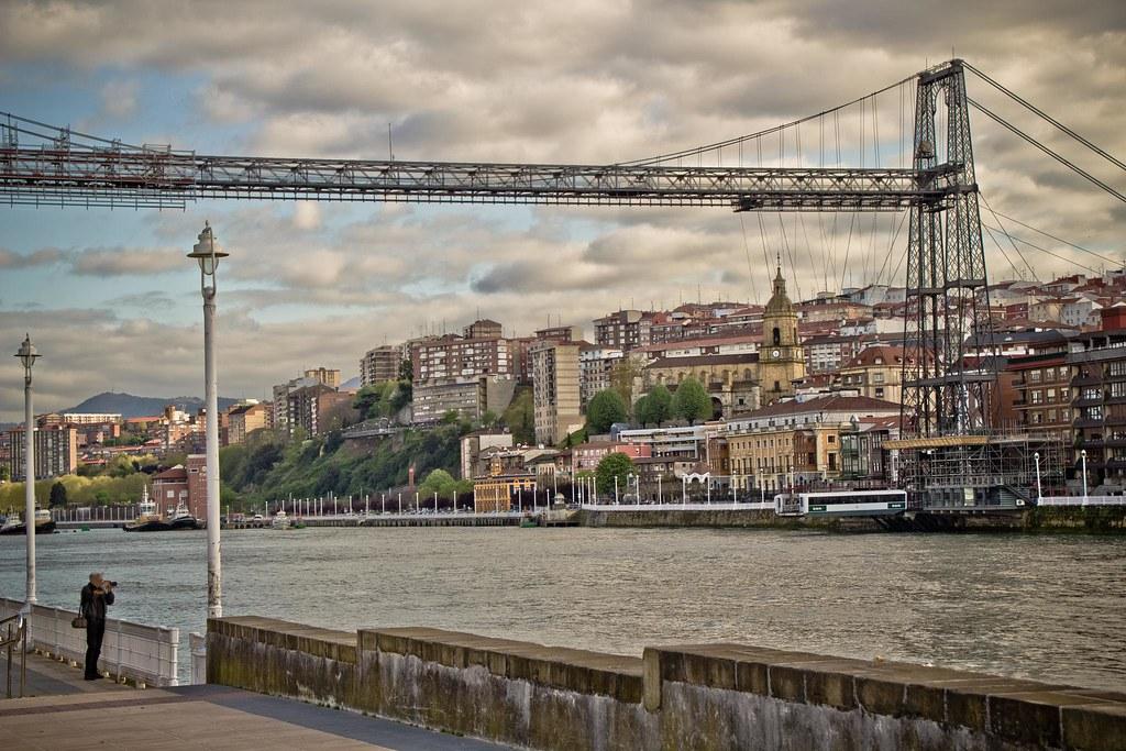 Puente Colgante, a dos colores